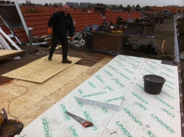 Plat dak vernieuwen u dak te repareren